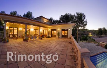 Magnificent Spanish horse breeding property, situated within minutes of the beautiful coastal town of Jávea, Alicante.