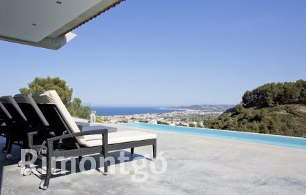 Exclusive, modern villa with panoramic views of the valley and the sea in Jávea, Alicante.