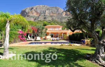 Impressive, luxury property just a few steps away from the Montgó, in Jávea, Alicante.