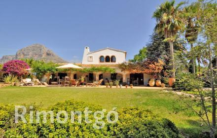 Rustic villa, excellently placed in relation to the centre of Jávea.