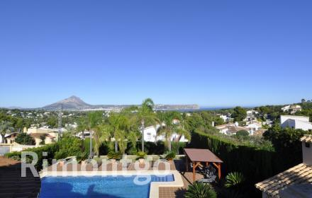 Property for sale in Javea with pool and views.