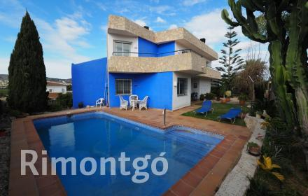 Modern design villa with pool and wine cellar in the region of Jávea.
