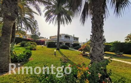 Charming villa for sale with landscaped garden areas in Javea.
