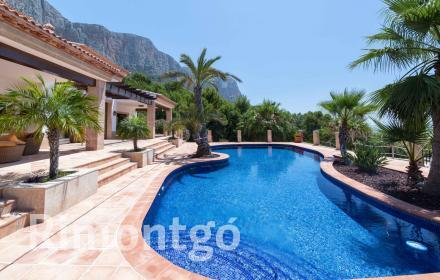 Villa with views in the Montgó area in Jávea for sale.