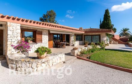 Estate for sale offering charming views in Jávea.