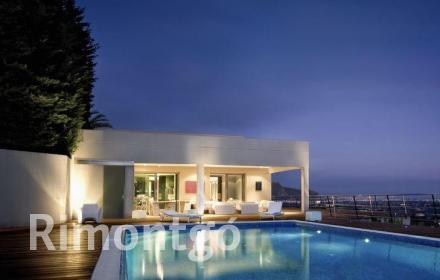 Luxury villa with golf views for rent in Dénia.