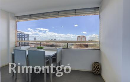 Modern apartment with terrace and parking space in Avenida Aragón, Valencia.