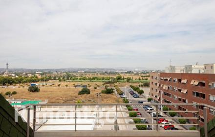 Spacious duplex penthouse with a terrace in Catarroja.
