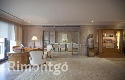 Flat with terrace for sale in Valencia's centre.