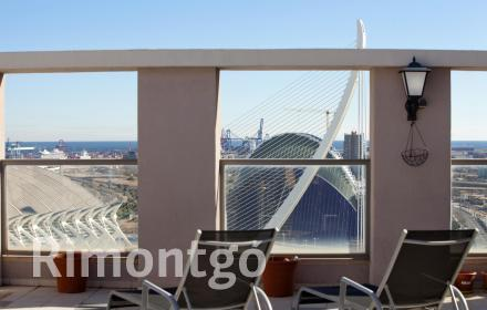 Unique penthouse with exceptional views of Valencia.