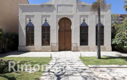 Historic property with pool for sale next to the pool in Valencia.