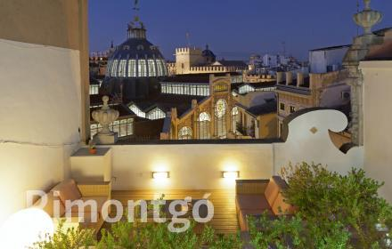Impressive penthouse with fantastic views for sale next to the Mercado Central in Valencia.