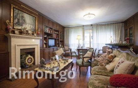 Elegant 4-room flat for sale in the centre of Valencia.