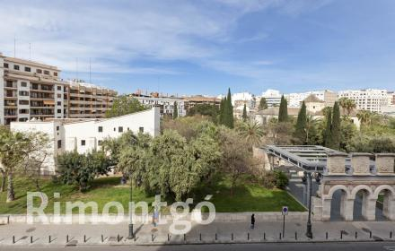 Modern flat with brand-new renovation for sale in Valencia's centre.