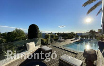 Modern villa with pool and views in Los Monasterios, for sale.