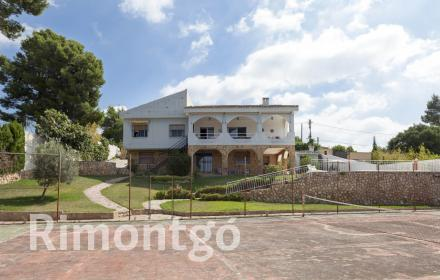 Traditional-style villa for sale in Calicanto, Torrent, Valencia.